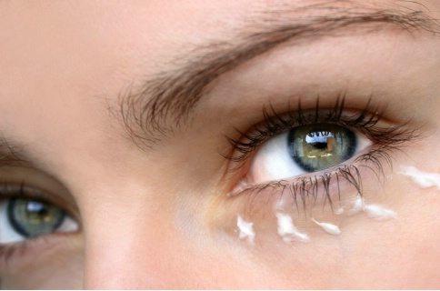 göz altı torbalarına hemoroid kremi
